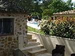 Vue piscine et maison propriétaires
